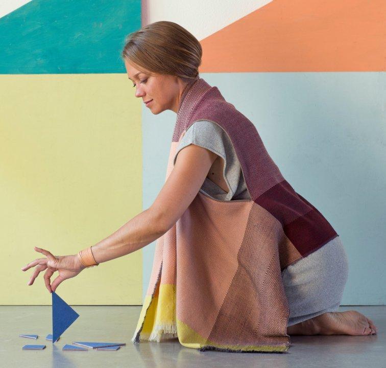handgemaakte shawls met een verhaal van KARIGAR
